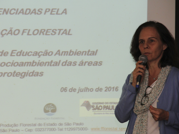 Adriana Neves apresentou um da Educação Ambiental nas Áreas Protegidas da Fundação Florestal