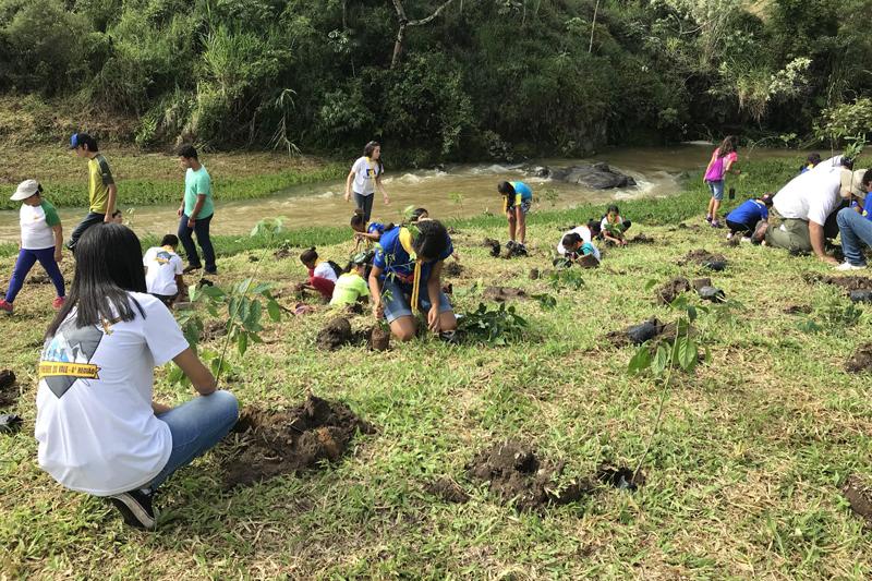 Estação Ecológica de Bananal participa de plantio no entorno da unidade