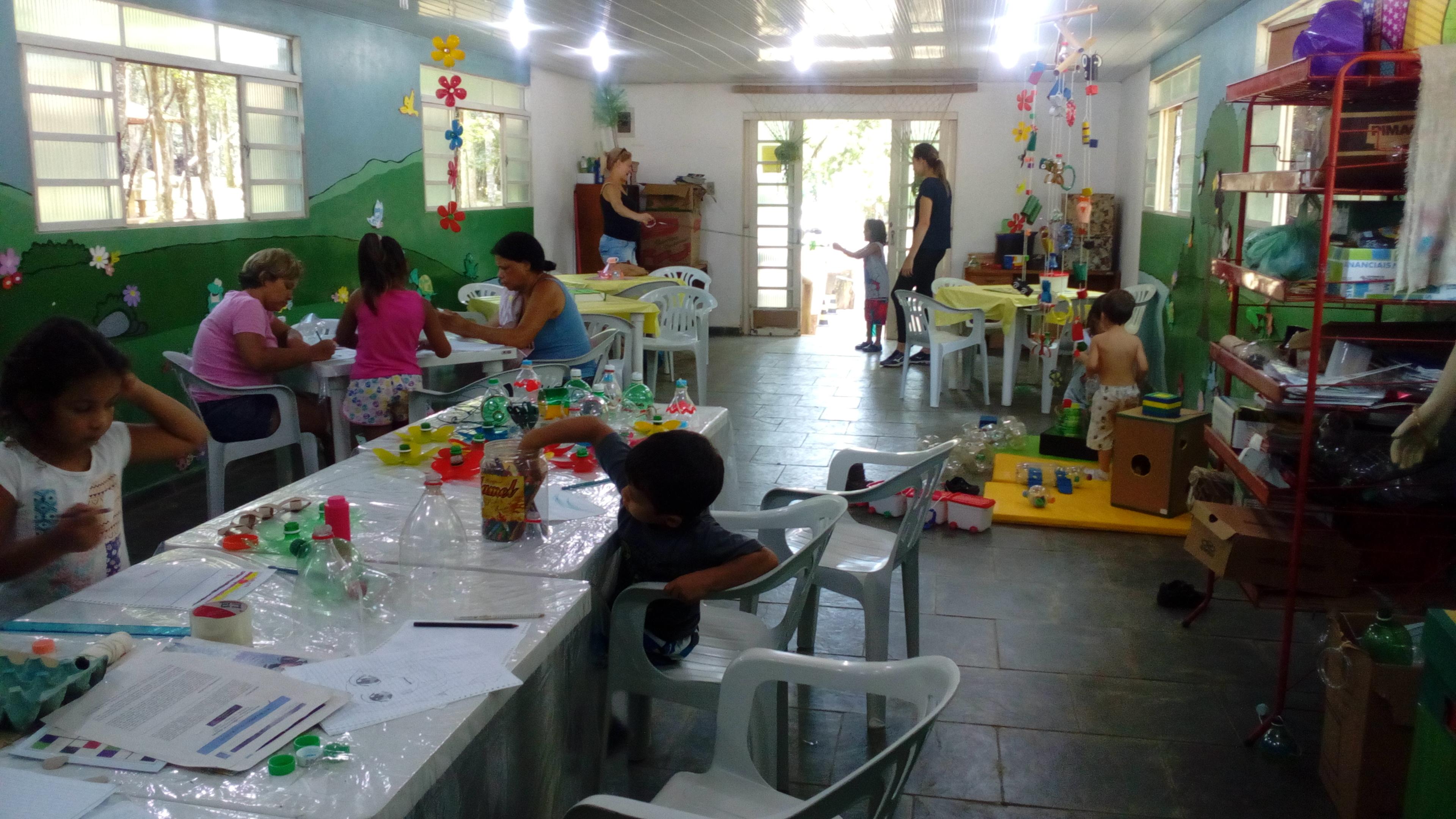 Oficinas de ecobrinquedos agitam asfériasdo Parque EstadualJaraguá