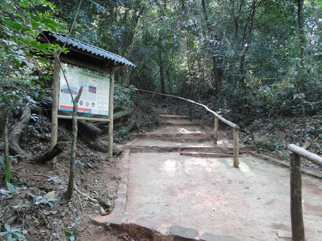 Painéis informativos do Projeto Monumentos Geológicos do Estado de São Paulo são instalados no Morro do Diabo