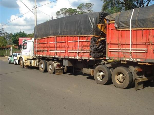 PM Ambiental e Polícia Rodoviária apreendem madeira irregular em Votuporanga