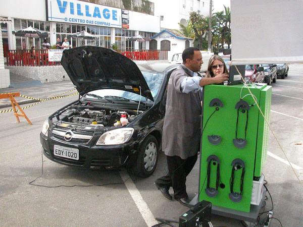 Inspeção de veículos leves no Guarujá orienta motoristas gratuitamente