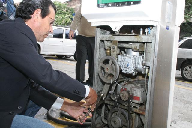 Em megaoperação ambiental, CETESB interdita nove postos de gasolina no Estado