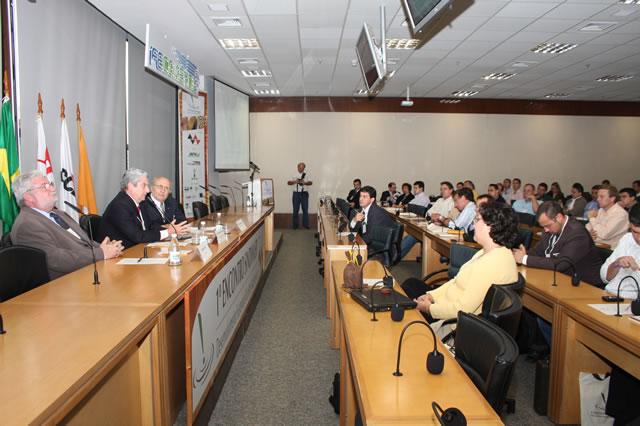 Madeireiros discutem desenvolvimento sustentável do setor