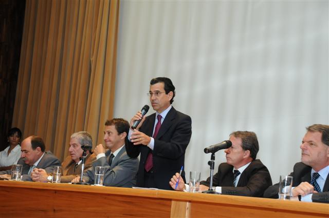 Convênios do FECOP são assinados por 126 municípios