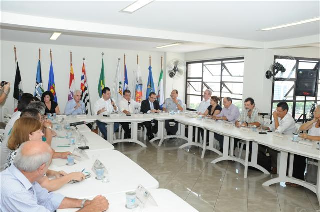 Reunião discute problemas da Baixada Santista