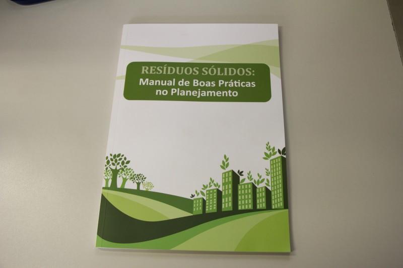 SMA e ABRELPE lançam manual de boas práticas na gestão dos resíduos sólidos