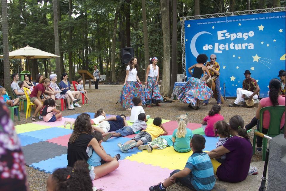 Espaço de leitura traz ritmos regionais de carnaval para crianças e toda família