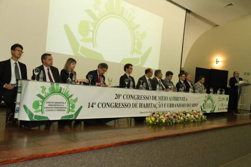 Salles prestigia encontro do MP sobre meio ambiente e habitação