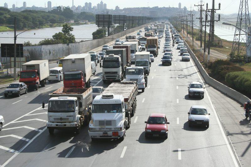 Reunião discute novas fases de controle de poluição para veículos
