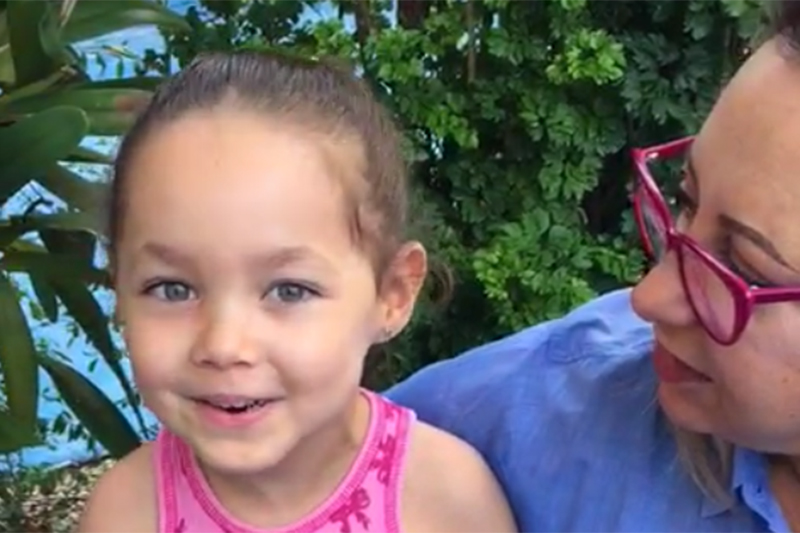 Menina com paralisia cerebral recupera bengala no Villa-Lobos