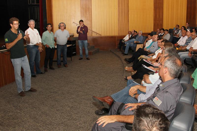 Ricardo Salles participa em Garça de encontro Município VerdeAzul