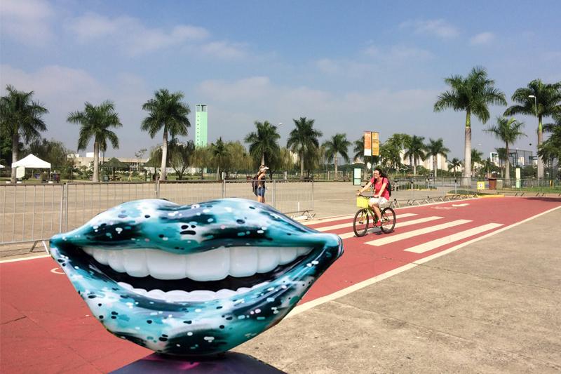Sorrisos gigantes enfeitam Parques de São Paulo