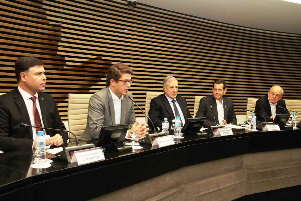 Estado e Fiesp firmam acordo de parceria para solução de resíduos