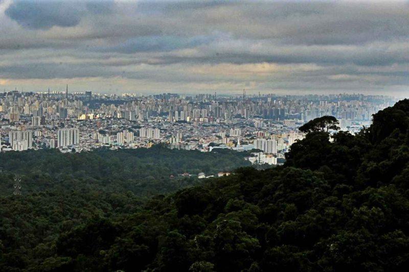 Onde brotam rios de paz, no verde cinturão desta cidade