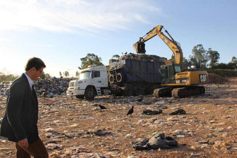 Secretaria do Meio Ambiente interdita aterro de Marília