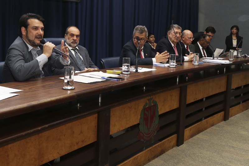 Maurício Brusadin dialoga com institutos de pesquisa na Alesp