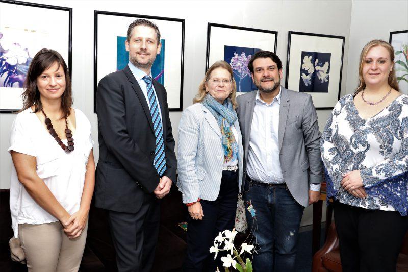 Maurício Brusadin recebe a embaixadora da Áustria