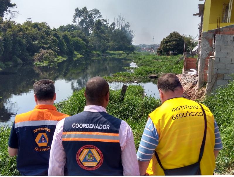 Técnicos do IG realizam vistoria em área de risco em Itaquaquecetuba