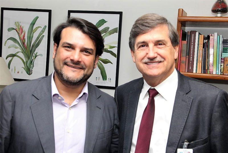 Secretário Brusadin recebe visita de senador da Itália
