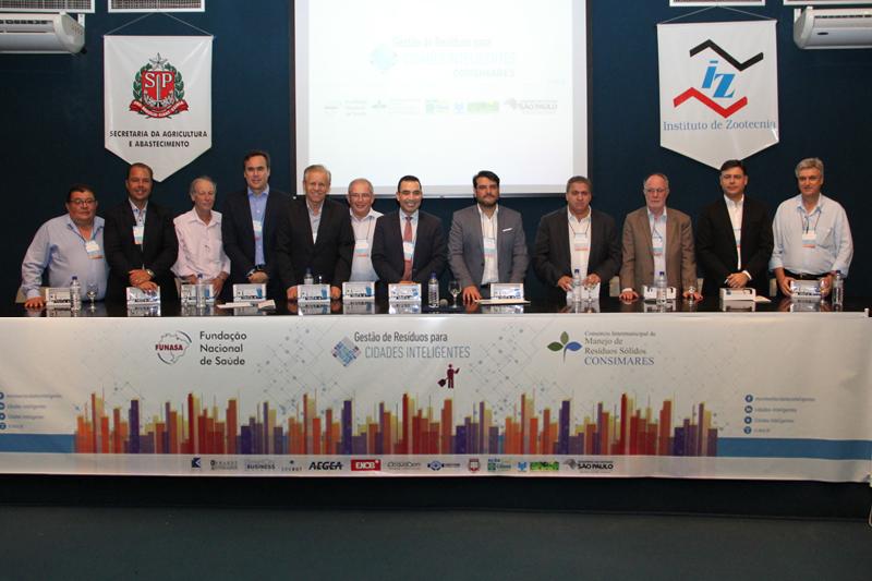 Evento reúne prefeitos para discutir gestão de resíduos