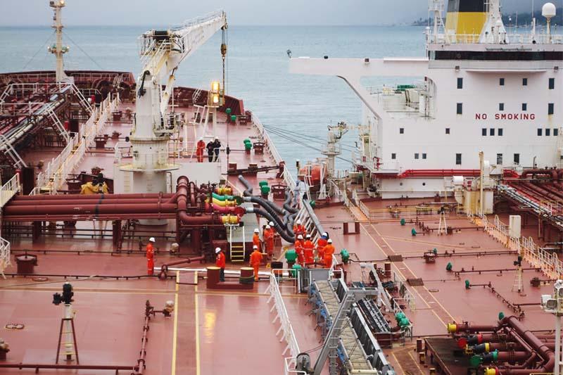 Transbordo de petróleo em São Sebastião tem operação inédita