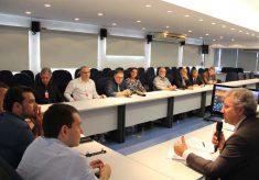 Maurício Brusadin se reúne com prefeitos em São Paulo