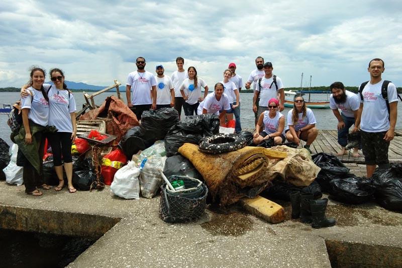 Mutirão em Cananeia recolhe quase 1 tonelada de lixo em 3 horas