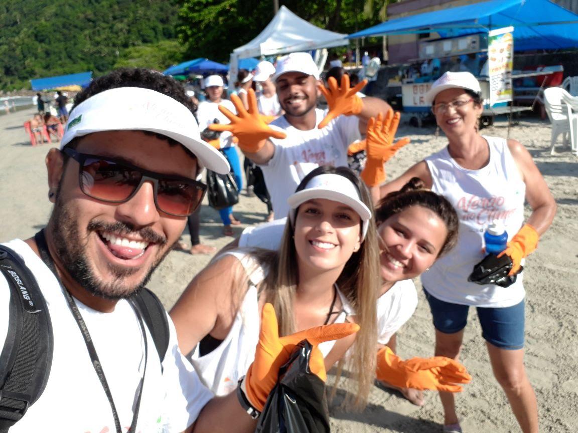 Mutirão de Limpeza das praias de Ilhabela e Guarujá